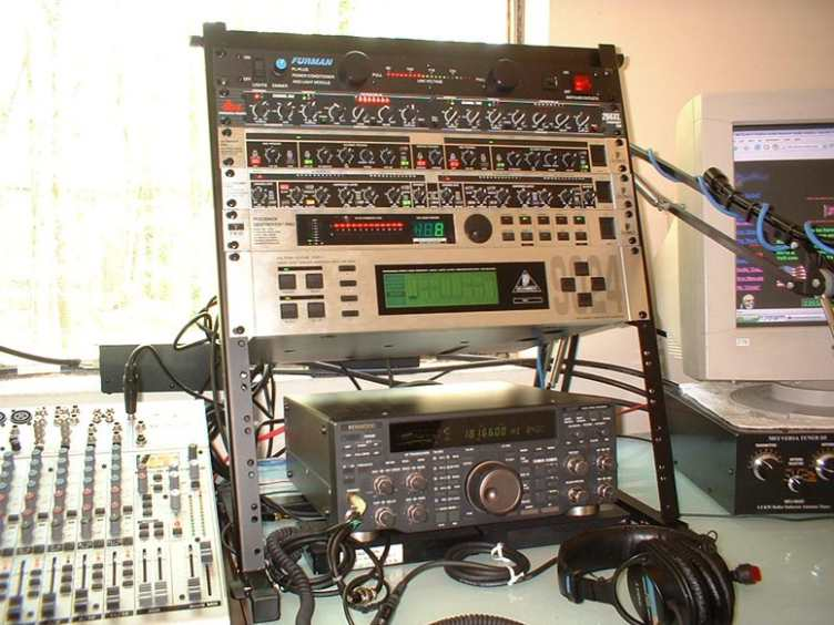 Another Pic of the N2QN Voodoo Audio Rack!