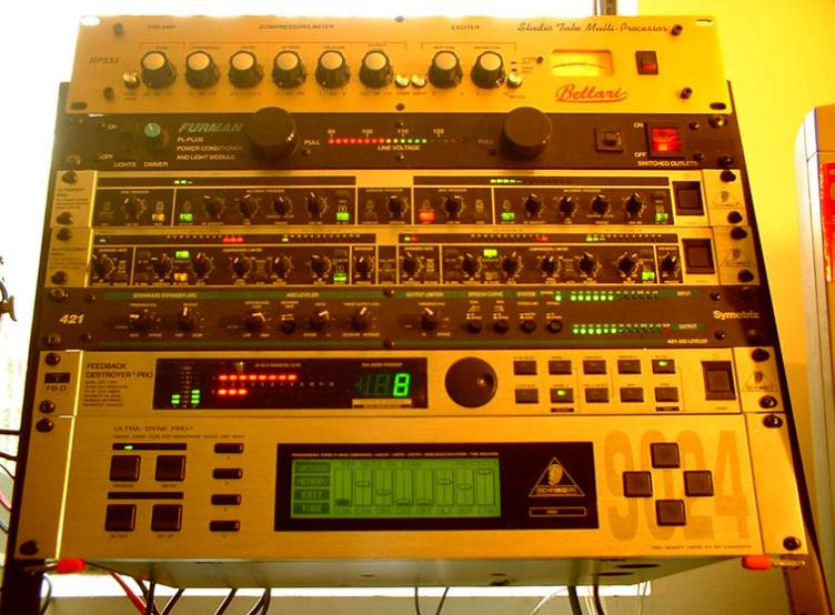 The N2QN Voodoo Audio Rack with the Bellari RP533!